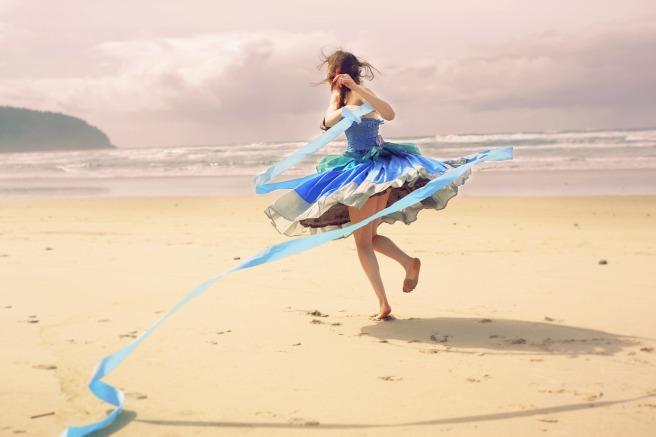 blue-dress-4342411_1280